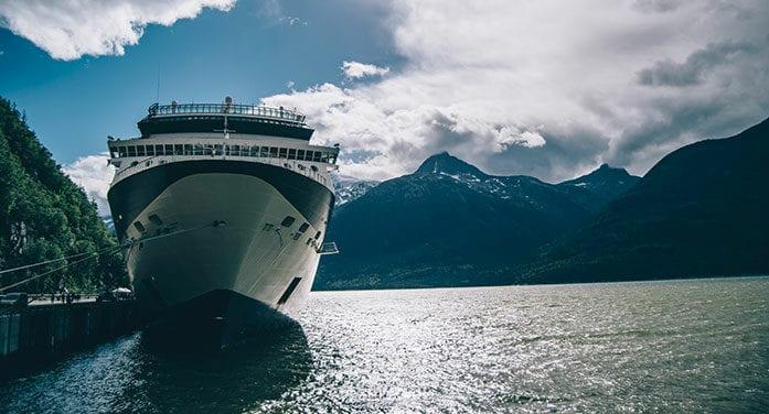 cruise ship alaska mountains